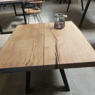Couchtisch Eiche 2 Bretter mit schrägen Beinen und Ebenholzöl