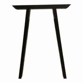schräge Beine zum hohen Tisch
