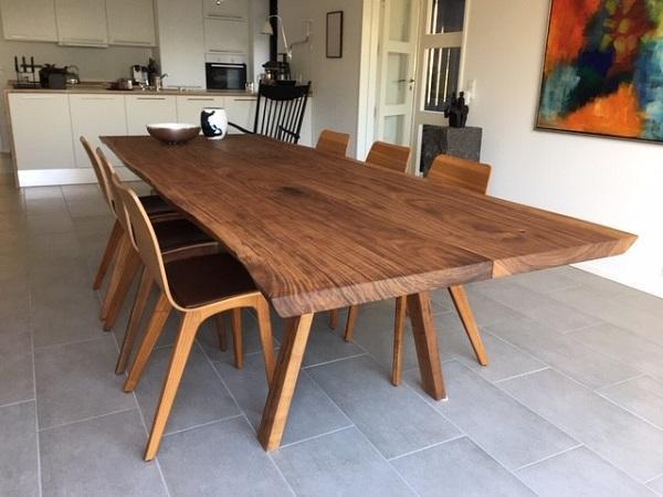 Amerikanische Walnuss 2 Planken mit schrägen Beinen aus Holz