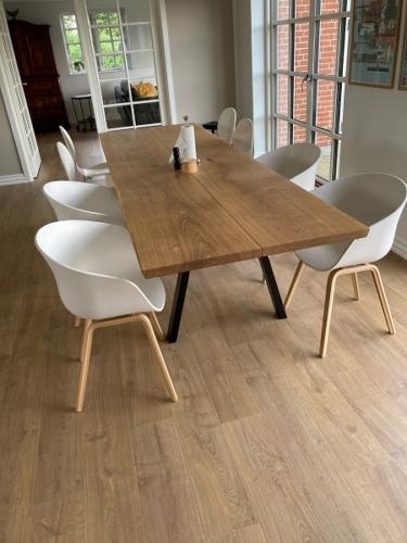 Plank Tisch in Eiche mit Naturöl, 95x300 cm, Stilvoll und 15 Grad Kanten