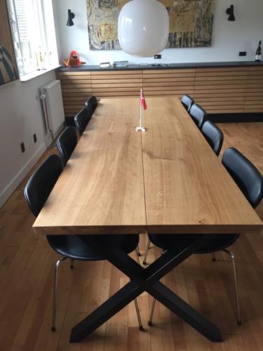 Plankentisch aus Eichenholz - 2 Planken - stilvoll mit 15-Grad-Kanten und natürlichem Öl