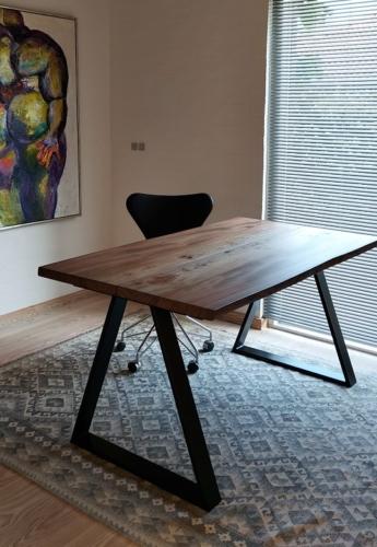 Schreibtisch aus Ulme mit Ebenholzöl und dreieckigem Rahmen