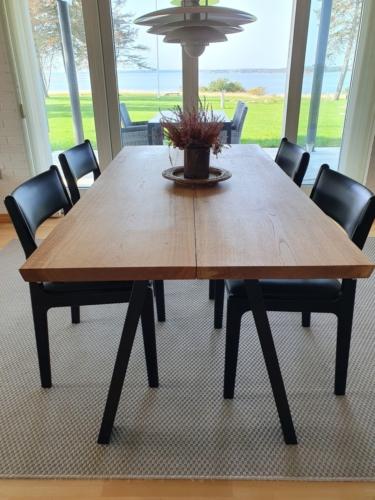 Stilvoller planktisch aus Eichenholz, 2 Planken, 90x180 cm mit natürlichem Öl und 90-Grad-Kanten