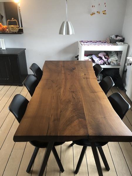 plankebord-europæisk-valnød-med-skrå-ben