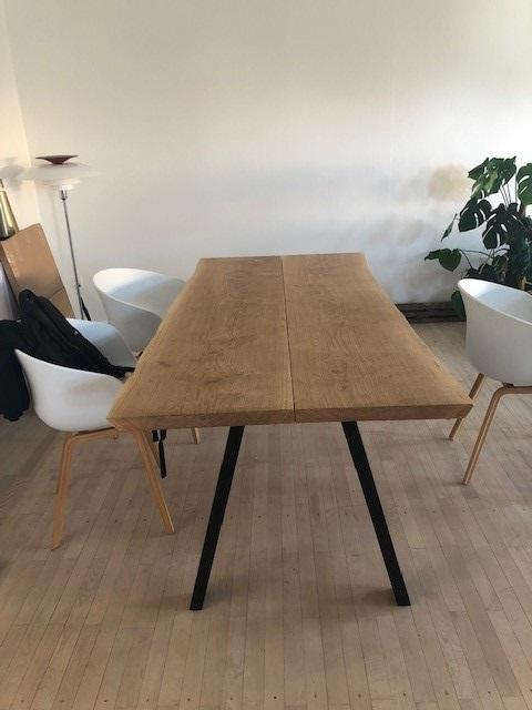 Plankebord eg 2 planker med skrå ben og natur olie