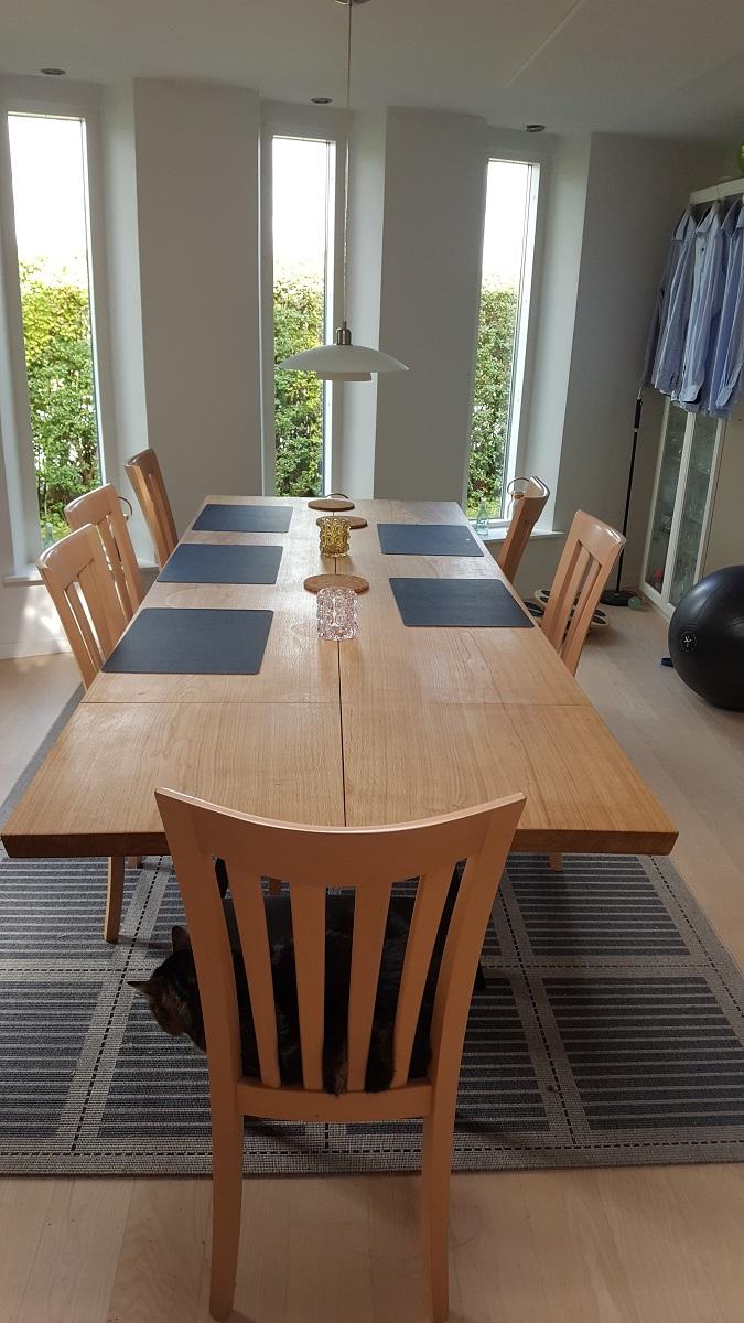 Plankebord i eg med 2 planker stilren og naturolie